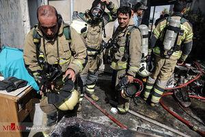 آتش سوزی گسترده در انبار کالای شهرری