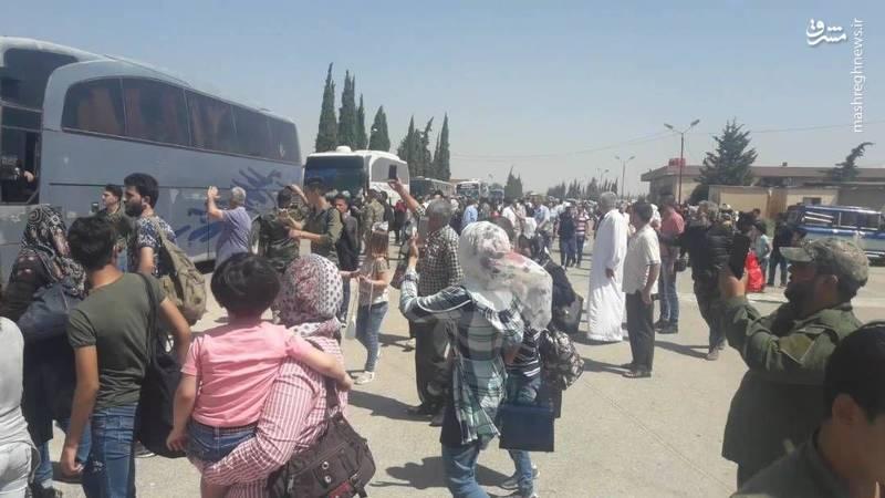 استقبال از 41 اتوبوس حامل شهروندان محاصرهشده الفوعه و کفریا در حومه حلب/پهپادهای ایرانی مسئولیت حفاظت و تأمین امنیت اتوبوسها را دارند+تصا