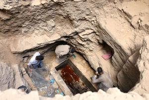 عکس/ کشف تابوت دوهزار ساله