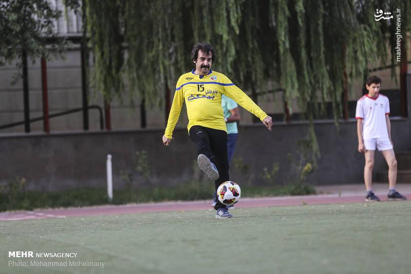 مسابقه فوتبال تیم هنرمندان با تیم انجمن اوتیسم