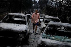 فیلم/ شهر آتن در محاصره آتش