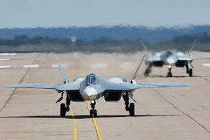 جنگندههای اف-35 و اف - 22 آمریکا نمایه