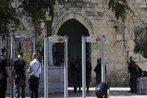 فیلم/ محاصره فلسطینی ها داخل مسجدالاقصی!
