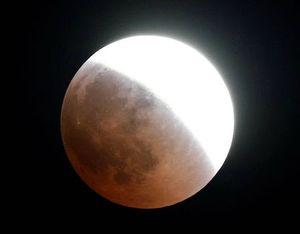 تصاویر دیدنی از طولانیترین ماه گرفتگی قرن
