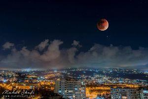 تصویری زیبا از پدیده ماه گرفتگی در لبنان