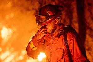 عکس/ ادامه آتش سوزی مهیب در کالیفرنیا