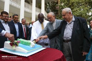 حضور صالحی در مراسم برش کیک صلح و دوستی