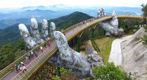 عکس/ عجیبترین پایه پلی که تا به حال دیدهاید!