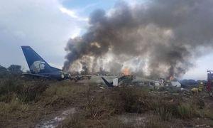 عکس/ سقوط هواپیمای مکزیک با ۱۰۰ مسافر