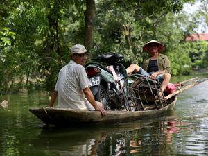 عکس/ قایق سواری در خیابانهای ویتنام