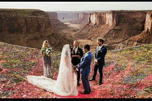 عکس/ ازدواج در ارتفاع 120متری زمین!