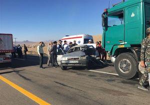 برخورد شدید تریلی با کامیون؛ ۱۵ نفر مصدوم شدند +عکس