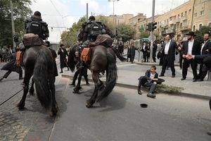 عکس/ درگیری خاخام ها با پلیس رژیم صهیونیستی
