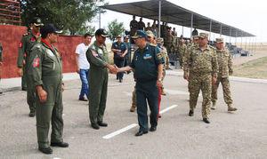 دیدار وزیر دفاع قزاقستان با اعضای تیم پهپاد ارتش