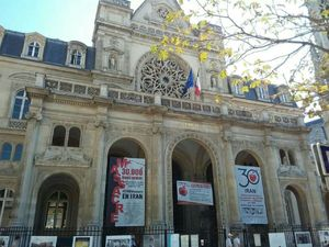عکس/ سنگ تمام شهرداری پاریس برای منافقین