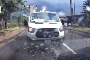 فیلم/ اخراج راننده مردم آزار!
