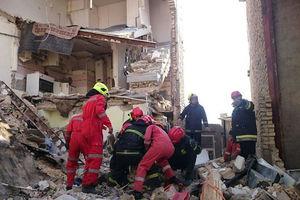 فیلم/ مرگ دو نفر در اثر ریزش ساختمان!