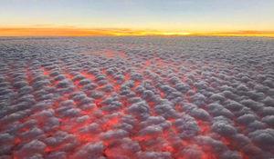 عکس/ نمایی دیدنی از غروب آفتاب برفراز ابرها