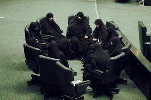 شعبدهبازی حلقه بسته سیاسی با نام زنان
