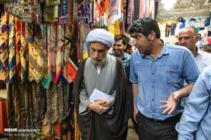 امام جمعه شیراز به میان مردم رفت +عکس