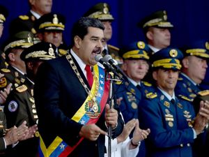 بررسی عملکرد محافظان رئیس جمهور ونزوئلا در حمله تروریستی امروز +عکس