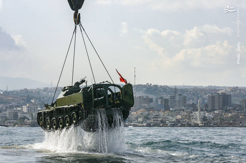 انداختن یک نفربرِ از رده خارجشده متعلق به ارتش لبنان در سه کیلومتری سواحل مدیترانه توسط فعالان محیط زیست