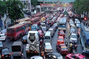 فیلم/ ماشینی برای دور زدن ترافیک!