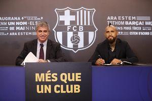 عکس/ ثبت قرارداد رسمی آرتورو ویدال با بارسلونا