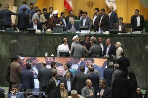 تلاش نماینده مجلس برای سلفی با وزیر دولت +عکس