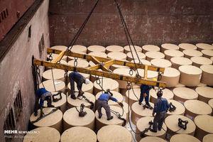 تخلیه بار کاغذ وارداتی در بندر نوشهر