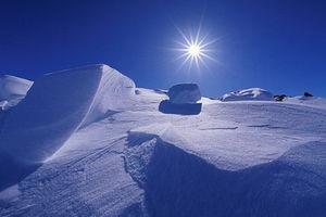 عکس/ نمایی زیبا از طلوع آفتاب در قطب شمال