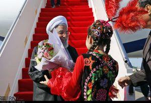 عکس/ استقبال دختر قزاق از روحانی