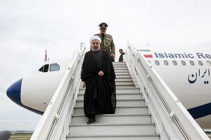 فیلم/ استقبال از روحانی در فرودگاه آستانه