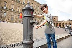فیلم/ تلاش برای متقاعد کردن مردم به صرفه جویی آب