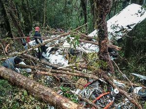 عکس/ 8کشته در حادثه سقوط هواپیما در اندونزی