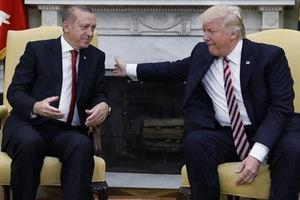 """فیلم/ """"آیفون""""سوژه جدید جنگ تجاری آمریکا و ترکیه!"""