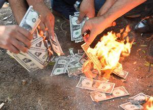 عکس/ مردم ترکیه با دلارهایشان چه کردند!