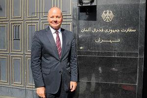 خداحافظی سفیر آلمان از ایران با نیسان آبی! +عکس