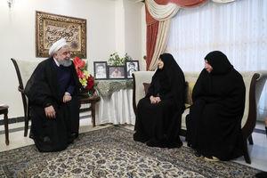 """عکس/ دیدار روحانی با مادر شهیدان """"گرگپور"""""""