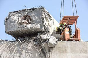 عملیات نجات گمشدگان در حادثه ریزش پل