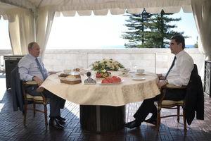 صبحانه کاری پوتین با مهمانش