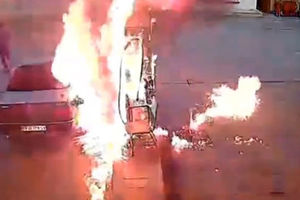 فیلم/ آتش سوزی در پمپ بنزین آبادان!