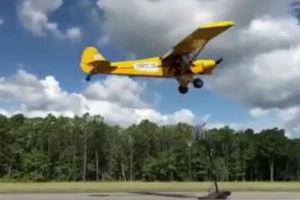فیلم/ پرتاب سه امتیازی از داخل هواپیما!