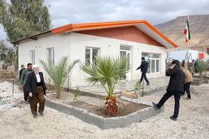 فیلم/افتتاح خانه های زلزله زدگان با حضور چهره معروف