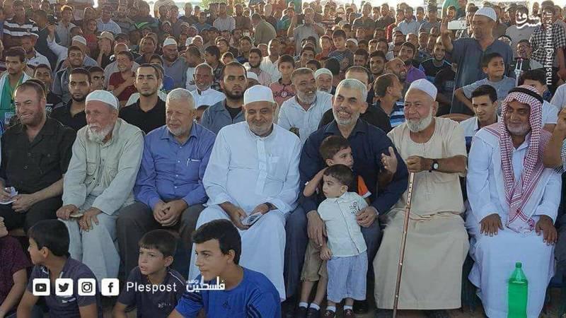 حضور یحیی سنوار رهبر حماس در نوار غزه در میان شرکت کنندگان در تظاهرات بازگشت در شرق خان یونس