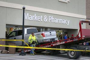 فیلم ورود سرزده یک ماشین داخل فروشگاه!