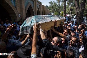 عکس/ مراسم خاکسپاری پیکر عزتالله انتظامی