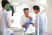عکس/ رهبرکره شمالی در کارخانه تجهیزات پزشکی