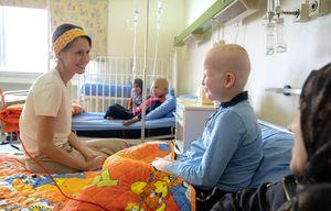 ویدئویی زیبا از حضور همسر بشار اسد در یک بیمارستان