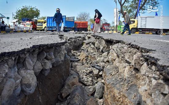 عکس/ شکاف عمیق زمین پس از زلزله